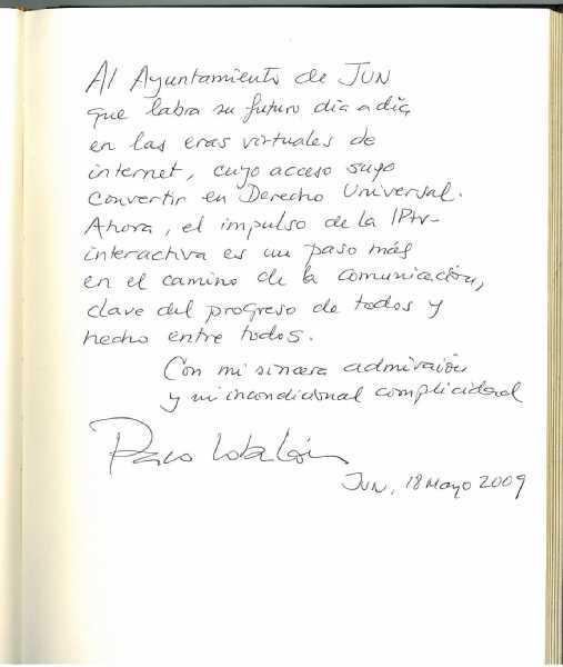 Dedicatoria de Paco Lobatón en el libro de Firmas del Ayuntamiento