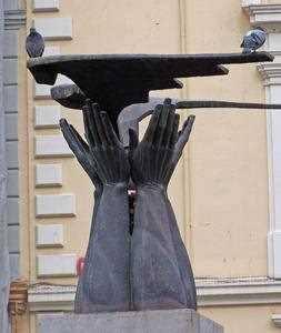 ¡Para cagarse, el monumento! Fdo.- Paloma
