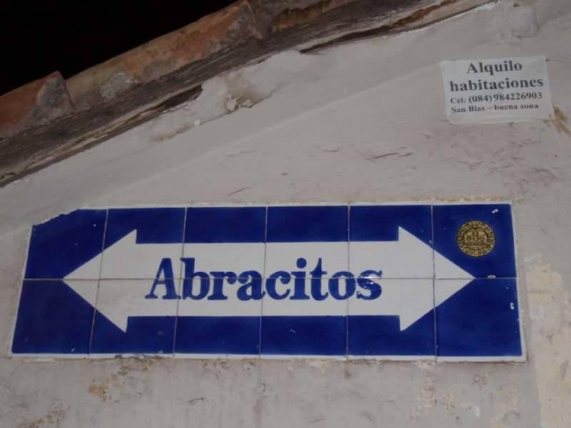 Me encanta el nombre de esta calle de Cusco. Abracitos.
