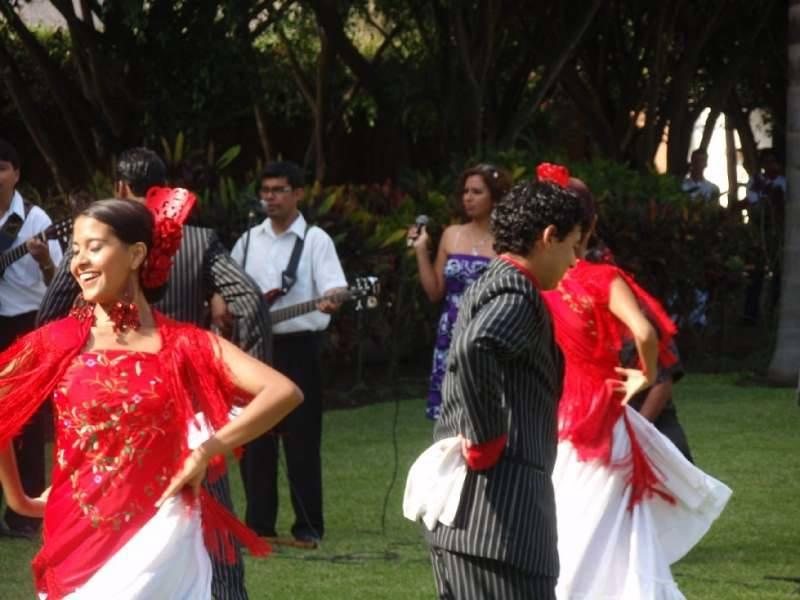 Otra de bailes tradicionales en Los Ficus, cerca de Lima