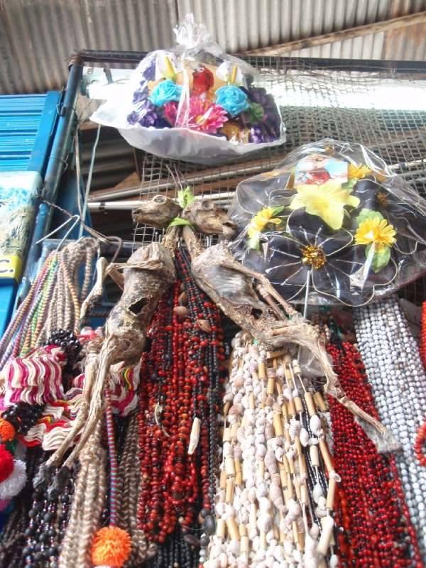 Mercado central de Cusco. Algunas costumbres entre lo mágico y lo ritual siguen estando muy vivas.