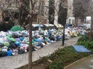 ¿Dejaría alguien el colchón, esperando que el relato se hiciera verdad y el corrupto esperara más cómodamente el final de la huelga de basura en Granada, para cumplir con su destino?
